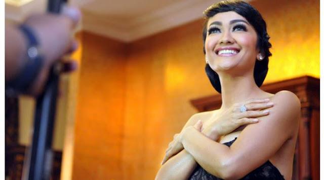 Julia Perez Iri Lihat Gilang Dirga Nikah