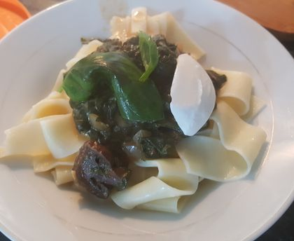 Pasta with spinach and basil
