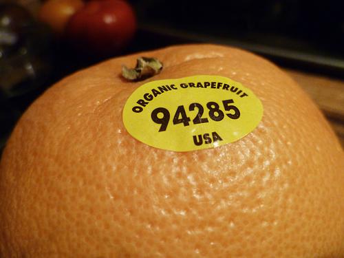 Stiker Pada Buah di Supermarket Ternyata Mempunyai Arti Sendiri Lho, Simak Fungsinya!
