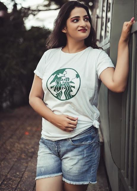 Indian Model Latest Hot Stills Looking Elegant Actress Trend