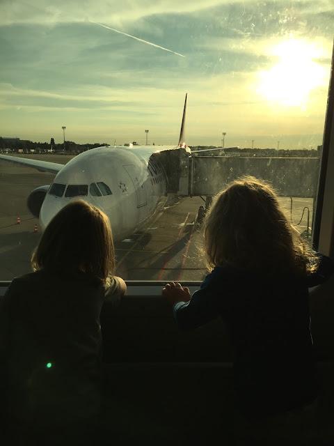 Flughafen Düsseldorf: da steht unser Flugzeug!