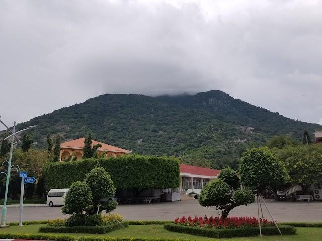 Visiting Ba Den mountain