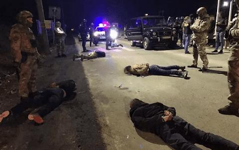 Kárpátaljára tartó felfegyverzett bűnbandát fogtak el Alsóvereckénél, akik irányításuk alá akarták vonni a megyét