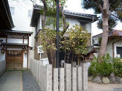 白山神社古神札納所