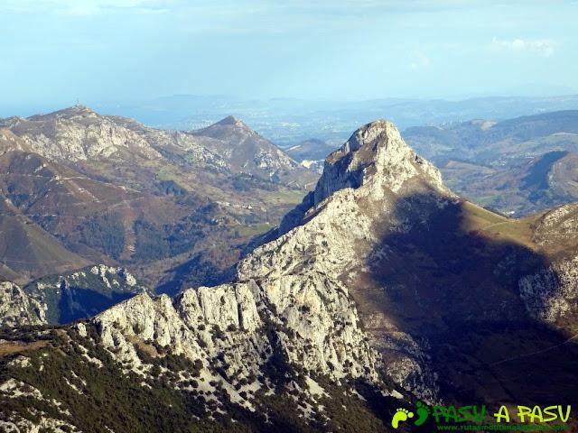 Sierra de Juan Robre: Vista de la Pica de Peñamellera