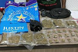 Polisi Amankan Seorang Pria Beserta 24 Paket Ganja di Expo Waena