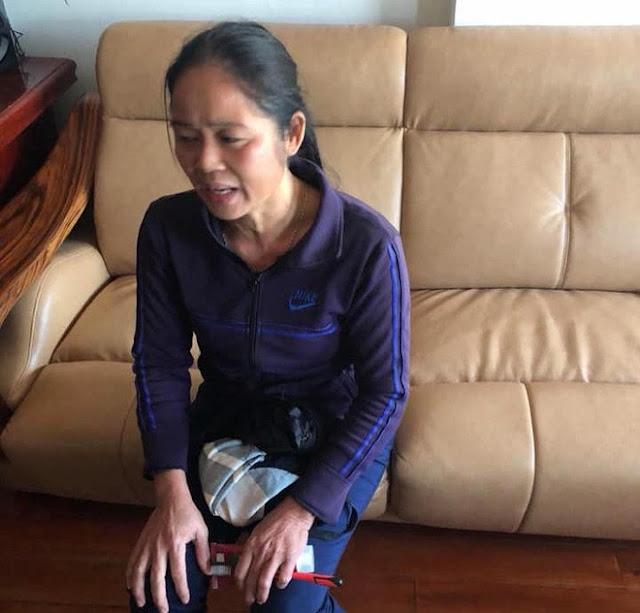 """CLIP Lạnh người với lý do người giúp việc """"cầm chân dốc ngược"""" bé gái 1 tuổi ở Nghệ An"""