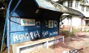 "Kemunculan tulisan ""Hidup PKI"" di halte bus depan kantor PT Timah Kota Pangkalpinang."