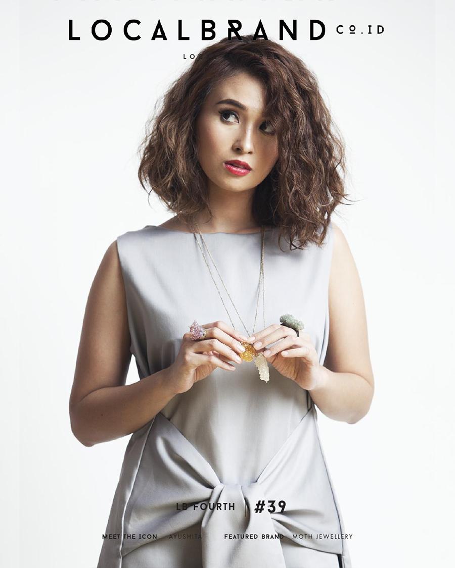 Hot mom seksi rambut pirang manis dan seksi Ayushita