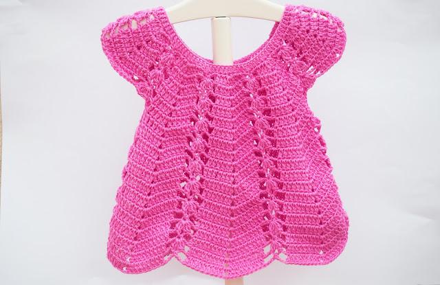 2 - Vestido de verano con puntada de fresas a crochet y ganchillo