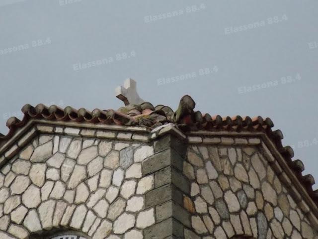 2%2B%2528Custom%2529 - Κεραυνός χτύπησε το καμπαναριό του ιερού ναού στο κέντρο της Ελασσόνας