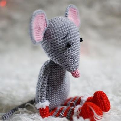 Новогодний мышонок амигуруми