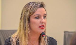 """Camila Toscano critica Paulino por estar usando nome de Zenóbio para fazer campanha: """"Falta óleo de peroba"""""""