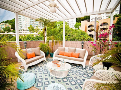 family room blends with garden decoration