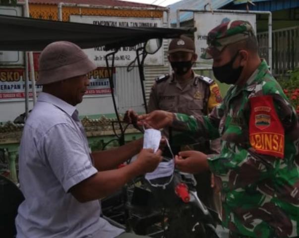 Personel Jajaran Kodim 0208/Asahan Bersama Babinkhamtibmas Laksanakan Kegiatan PPKM Skala Micro