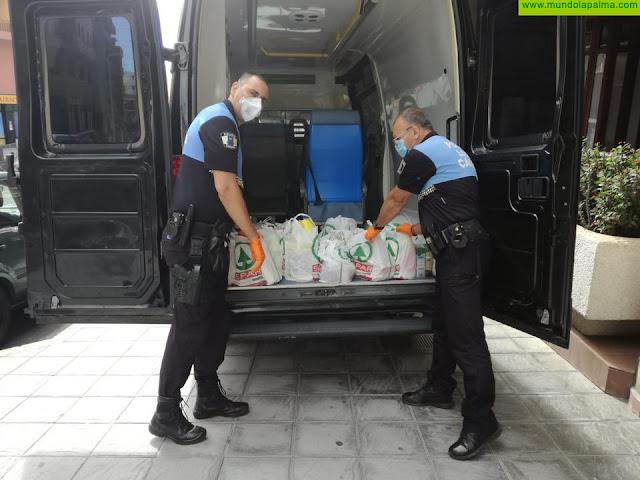 Vecinos de la Avenida del Puente donan alimentos para las familias con menos recursos
