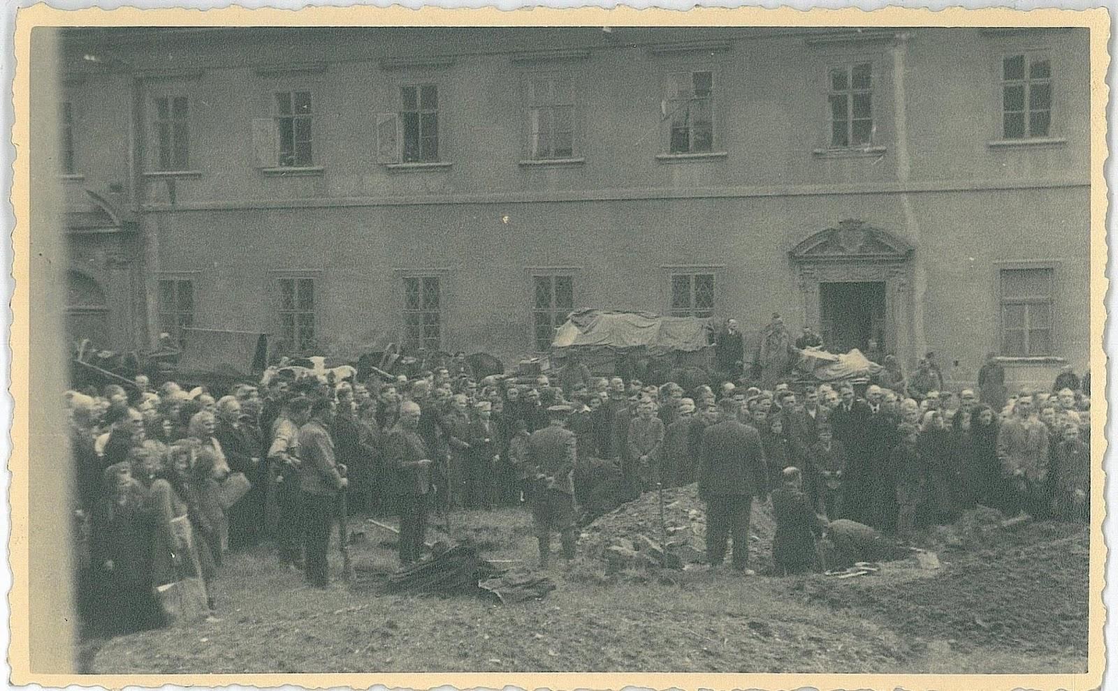 Похороны красноармейцев в Пршиборе 08.05.1945