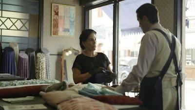 Lola (Gloria Pires) coloca Almeida (Ricardo Pereira)