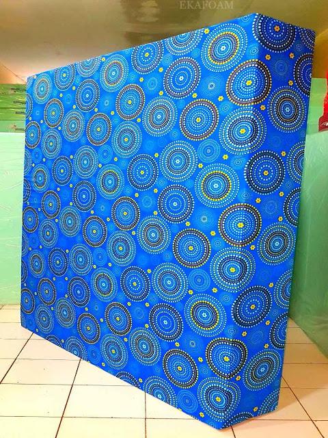 Kasur inoac motif minimalis roda biru