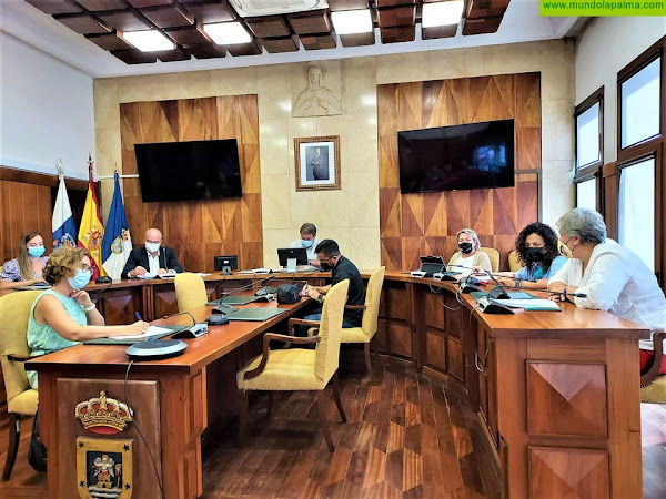 Cabildo, Gobierno de España, Ejecutivo Canario y ayuntamientos coordinan las ayudas para personas afectadas por el incendio de la Isla
