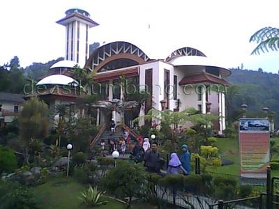 Wisata Religi Di Masjid Atta Awun Puncak Bogor