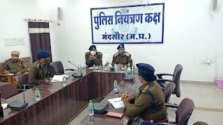 डीआईजी श्री सक्सेना ने पुलिस अधिकारियों को गुंडागर्दी तथा मिलावटखोरी के विरुद्ध प्रभावी कार्यवाई के निर्देश दिए
