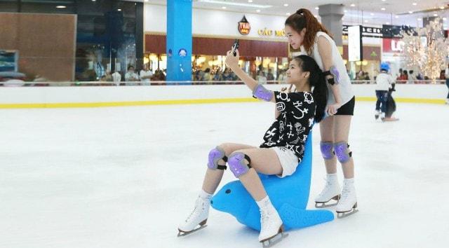 Sân trượt băng royal city hà nội