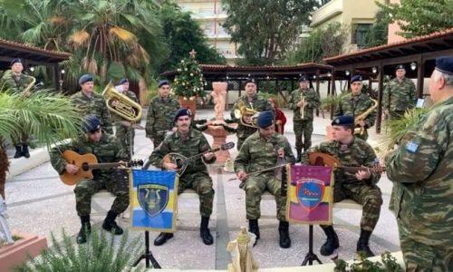 Πατώντας κανείς πάνω στις περιοχές που απεικονίζονται στον χάρτη μπορεί να ακούσει εορταστικά κάλαντα από τμήματα Στρατιωτικής Μουσικής απ' όλη την Επικράτεια.
