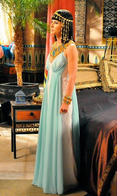 Figurino princesa Henutmire (Vera Zirmmermman), mãe do Moisés, novela os Dez Mandamentos