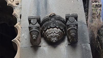 मंदिराच्या खांबांवरील कोरीवकाम