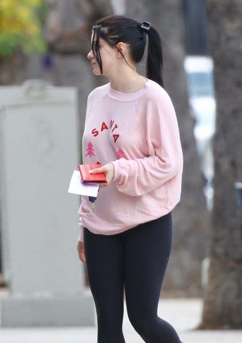 Ariel Winter  Shopping in Los Angeles 18 Dec-2019
