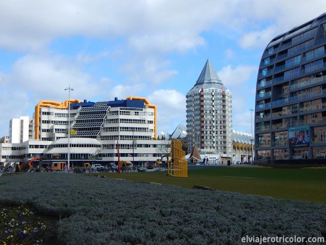 Blaaktoren (Pencil Tower) y la biblioteca de Rotterdam