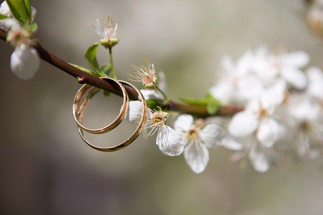 Kata-Kata Mutiara Cincin Tunangan Romantis Menyentuh Hati