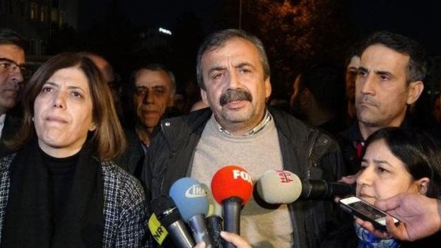 6 milyon TC vatandaşın temsilcileri tutuklu | HDP başkan ve vekilleri tutuklandı