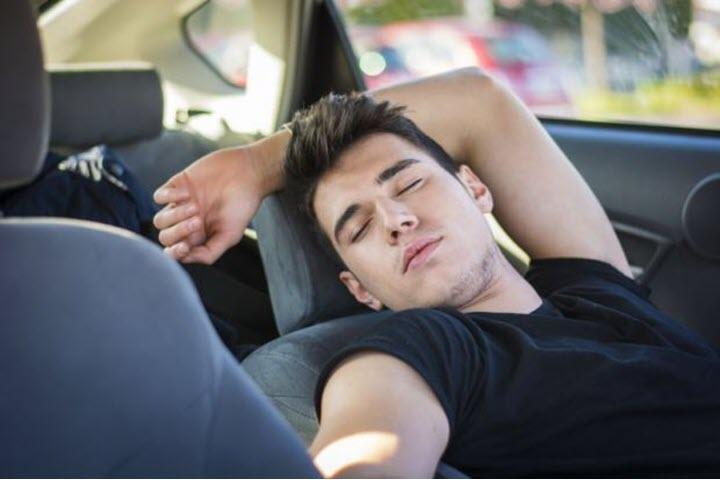 Hiểm họa khôn lường của việc bật điều hòa tránh nóng trong ô tô đóng kín
