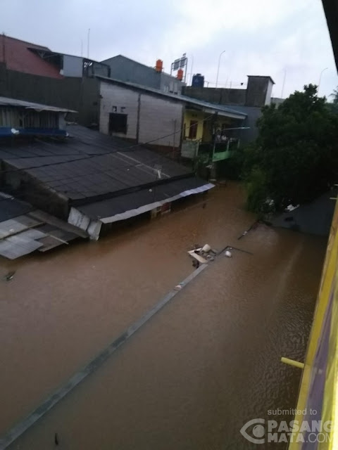 Tolong! Tolong! Permukiman Cipinang Melayu Ini Tenggelam