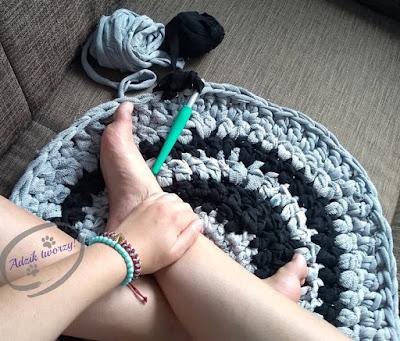 Dywan na szydełku z włóczki DIY - Adzik tworzy