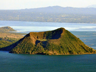 5. Gunung Api Taal, Filipina