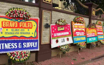 Tim Anti Teror Densus 88 Polri Tangkap Eks Sekjend FPI Munarman,  Polri Banjir Karangan Bunga