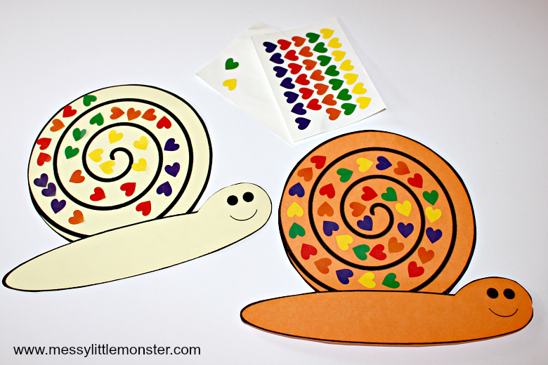 A snail fine motor skills craft for kids using stickers and a free snail printable template. A great bug activity idea aimed at toddlers and preschoolers.