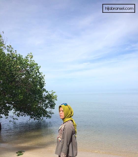 Pantai Tanjung Pendam belitong