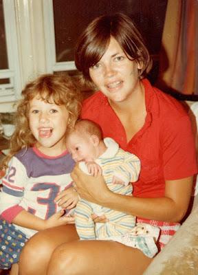 Picture of Elizabeth Warren with her children