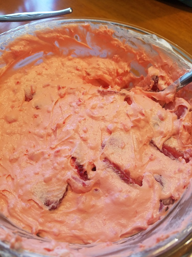 this is a glass bowl of strawberry filling for a pie