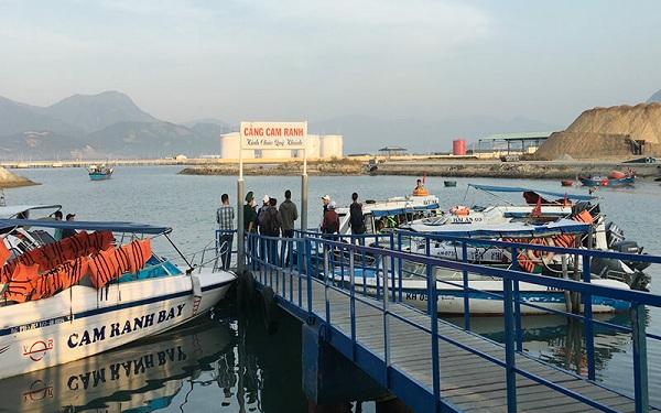 cảng Đá Bạc Cam Ranh
