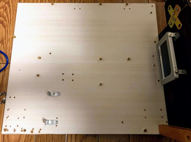 フレームは廃材とPC用スペーサーを使う