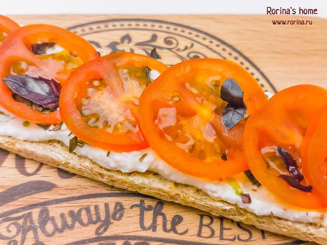 Бутерброды с рикоттой и помидорами черри: рецепт