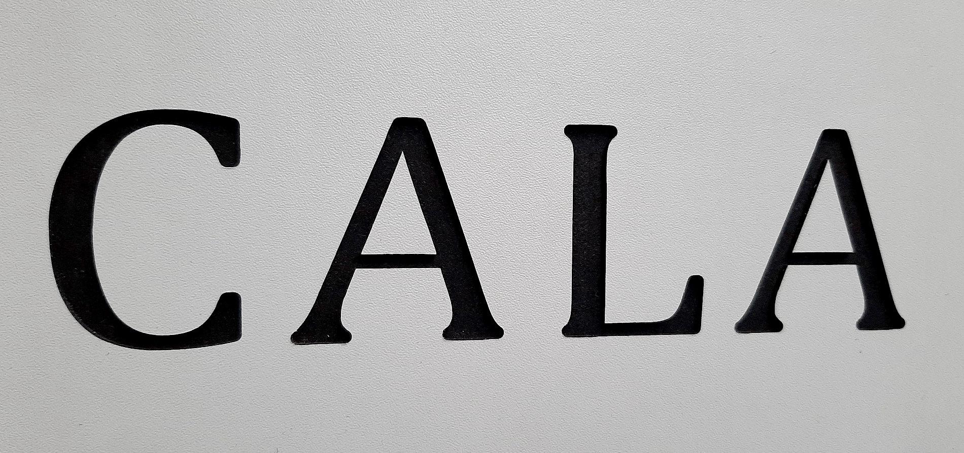 grawerowanie napisów tabliczek znamionowych ekspozytor reklamowy