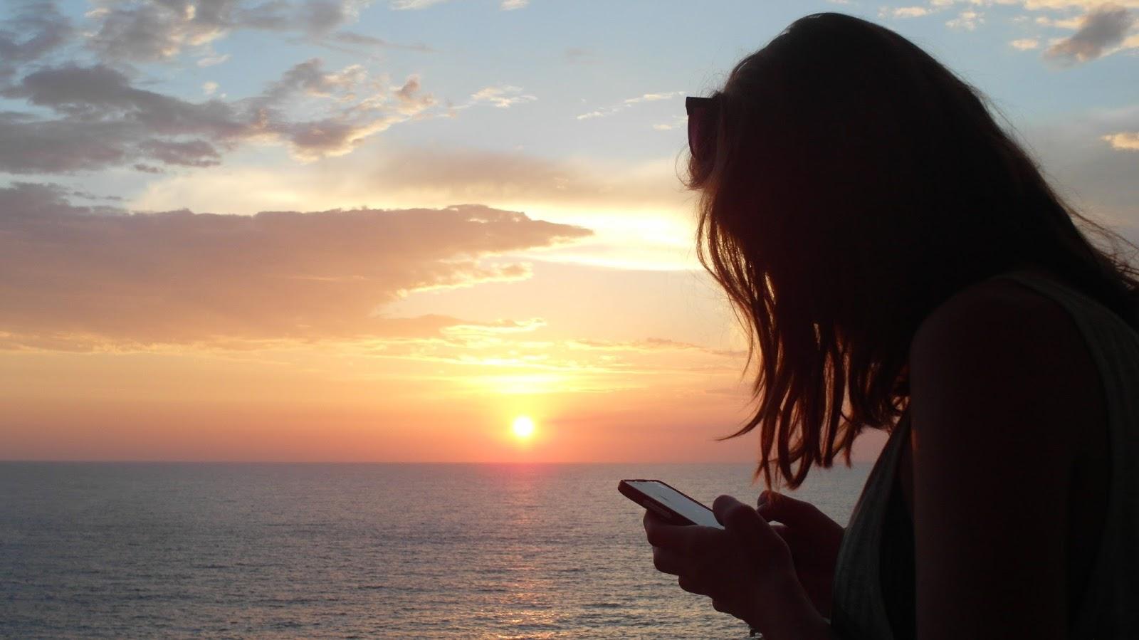 Západ slunce nad mořem v Černé Hoře