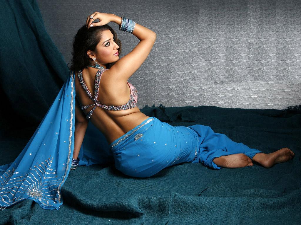 521 Entertainment World: Nikitha Unseened Hot Wallpapers