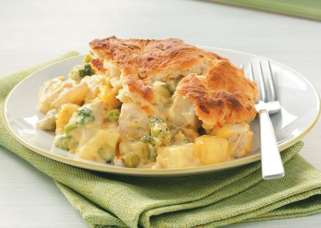 Cheddar Biscuit Topped Harvest Chicken Pot Pie #dinner #comfortfood